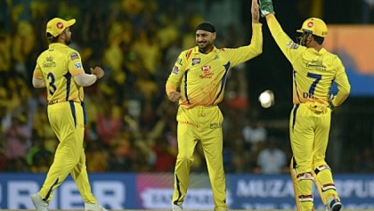 Singh leads Chennai demolition of Bangalore in IPL opener