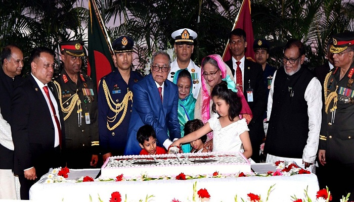 President hosts Independence Day reception