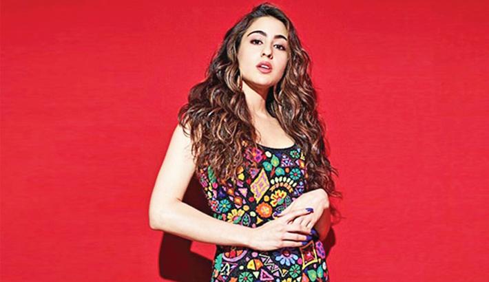 Sara Ali Khan embarrasses Kartik Aaryan