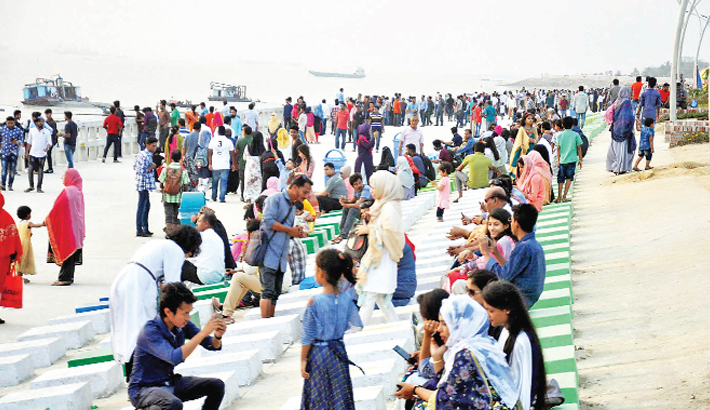 Visitors take photos and enjoy refreshment on Patenga Sea Beach