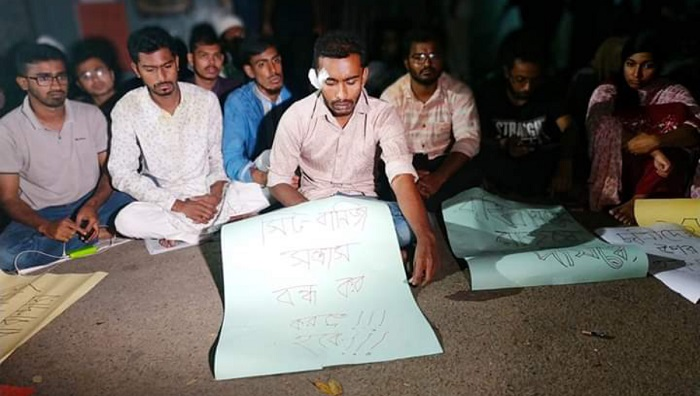 DU students protesting 'assault' on DUCSU VP Nur