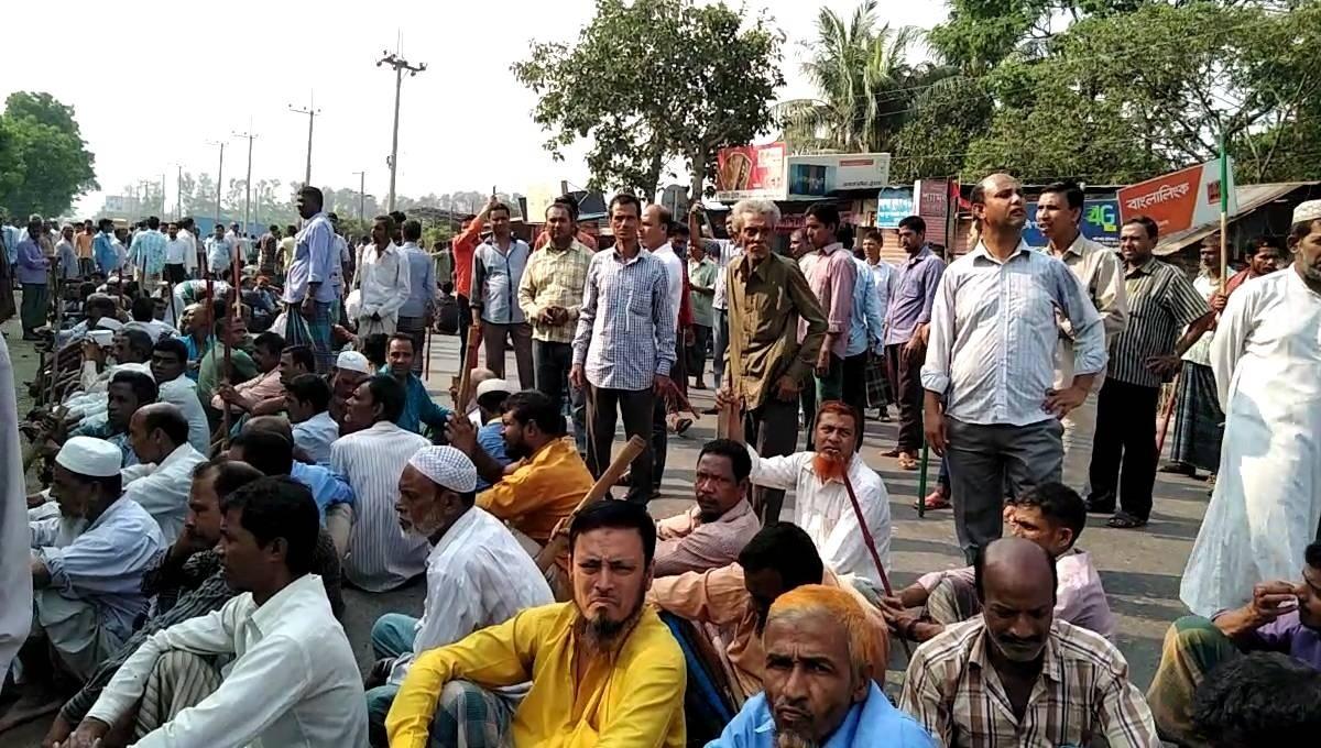 People suffer as jute mill workers block roads, rail in Chattogram