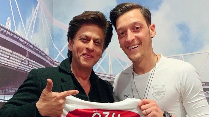 Shah Rukh spends lovely evening with footballer Mesut Ozil in London