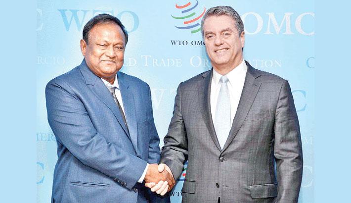 Commerce Minister Tipu Munshi shakes hands with World Trade Organization Director-General Roberto Azevedo