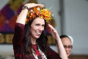 NZ PM pays for groceries of woman who left her purse