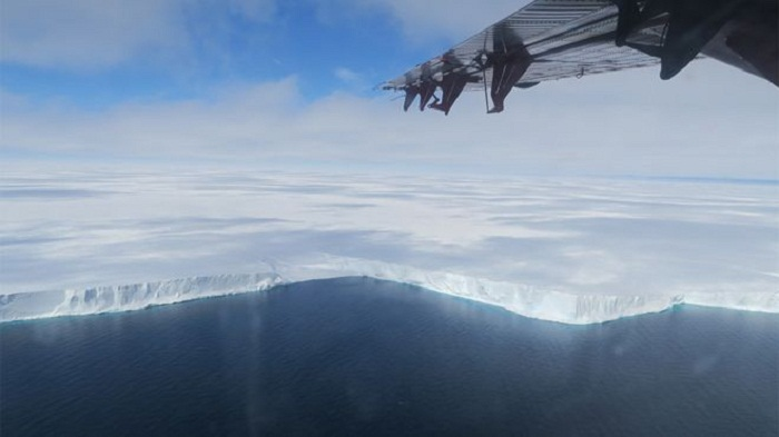 'No role' for climate in Halley iceberg splitting