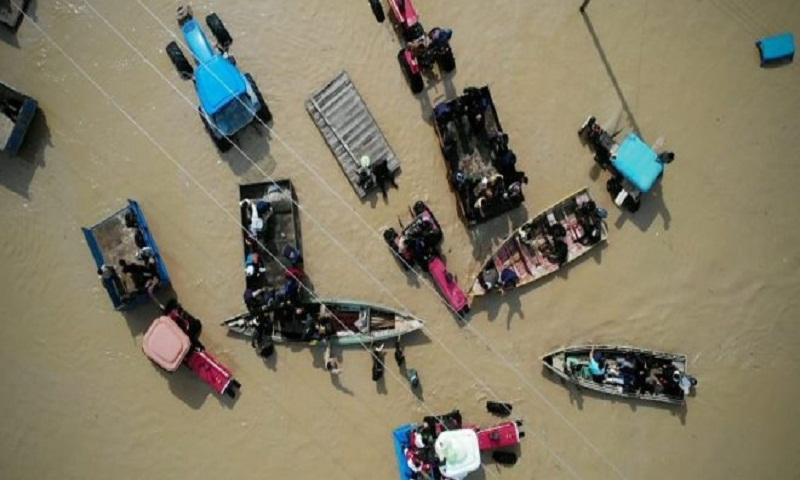 Iran floods: Thousands evacuate homes as heavy rain forecast
