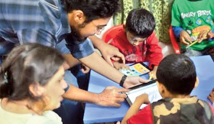 Canvas-Live: An assistive technology to teach autistic children