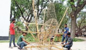 Students of Fine Arts Faculty of Rajshahi University are busy preparing scatter sculptures