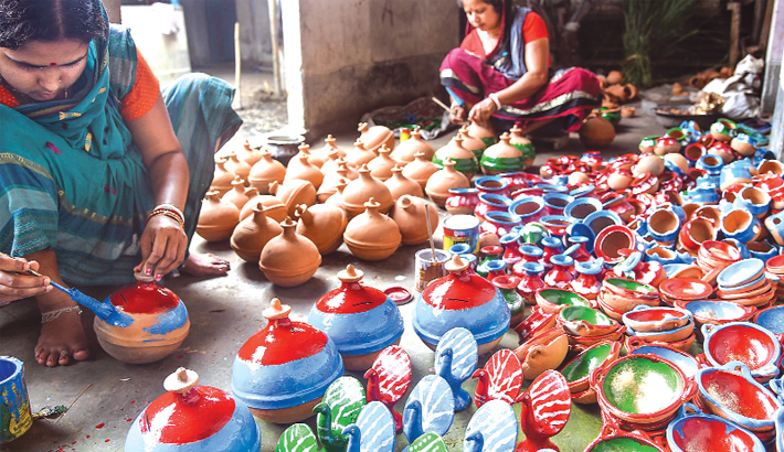 Female potters are busy painting