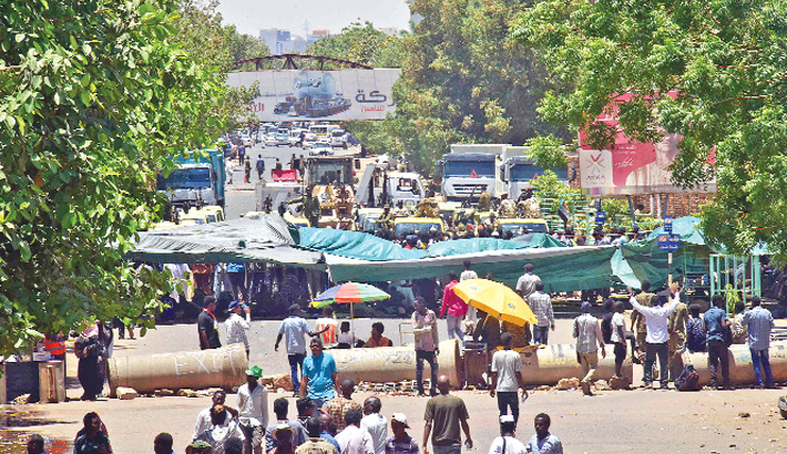 Sudan military rulers face pressure for transfer to civilian rule