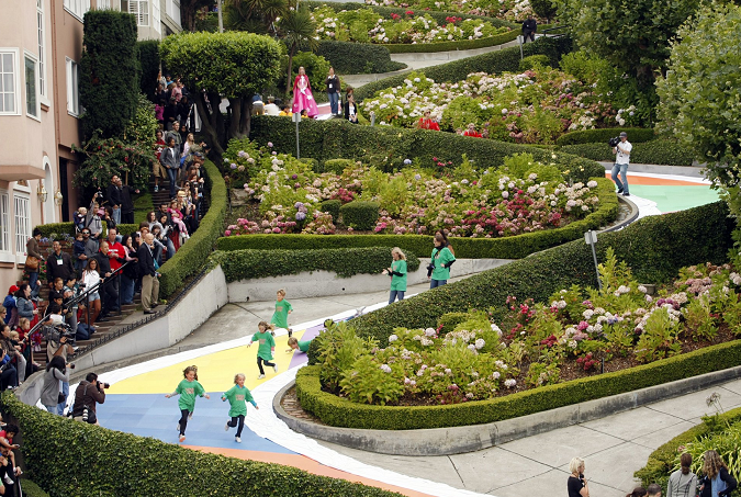 San Francisco eyes charge to drive its famed Lombard Street