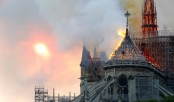 Firefighters tackle Notre-Dame cathedral blaze in Paris