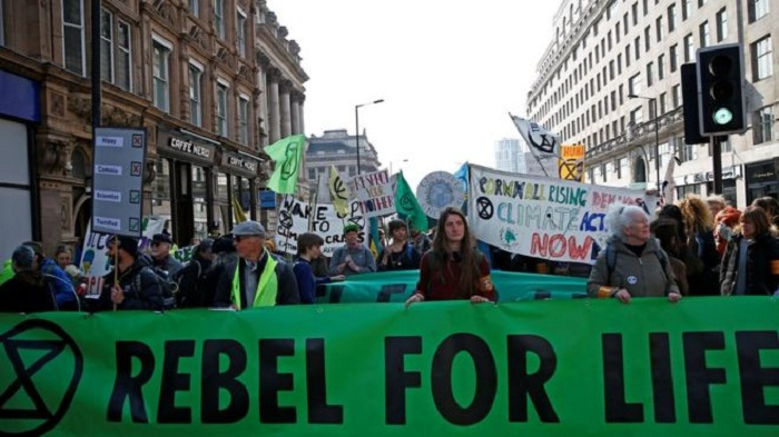 Extinction Rebellion: Climate protesters block roads