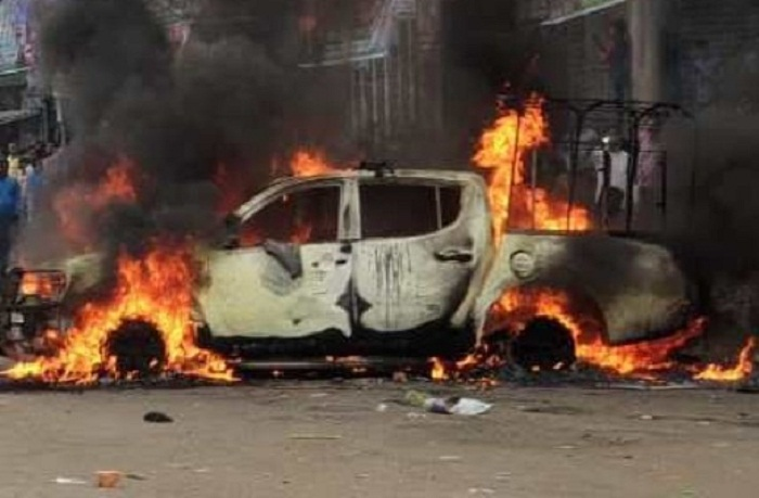 Car catches fire in Chattogram