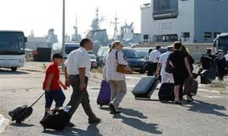 Filipinos start evacuating from Libyan capital; 1 wounded