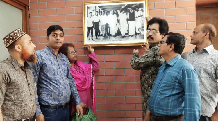 Bangabandhu's historic photo kept at TSC