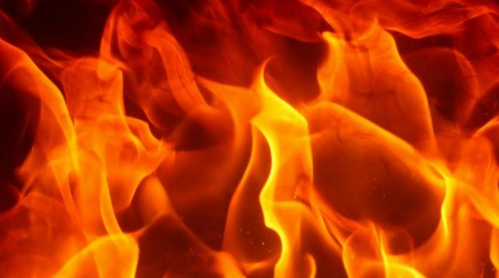 Fire engulfs madrasa building in Jatrabari