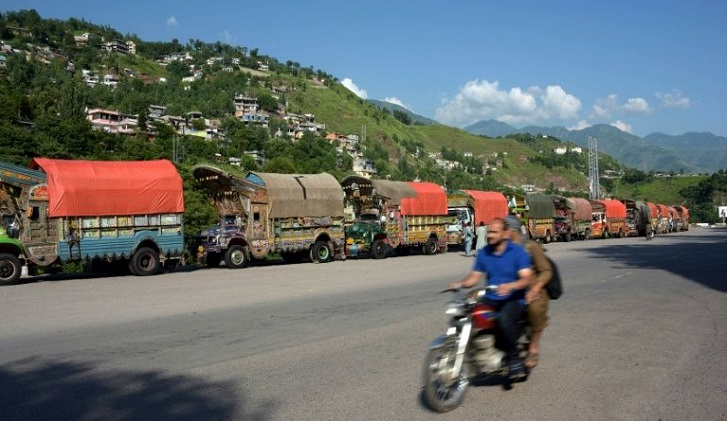India suspends Kashmir border trade with Pakistan