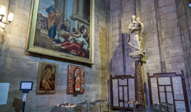 All Notre-Dame paintings to be removed as officials head inside
