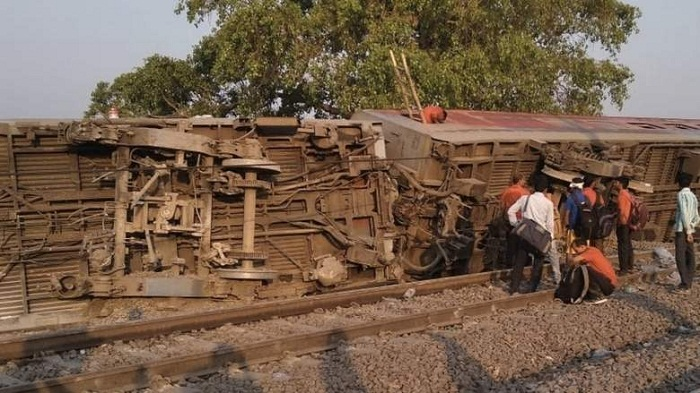 14 injured after 12 coaches of train derail in India