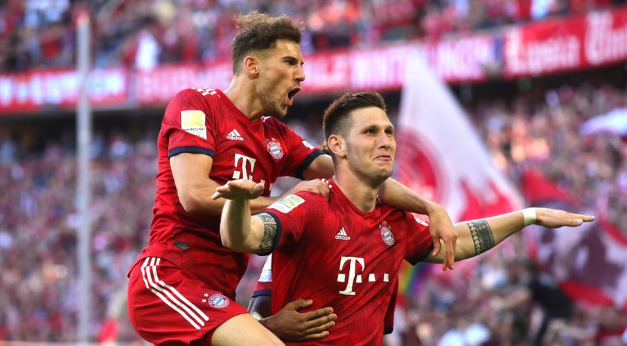 Bayern grind down 10-man Bremen to stay ahead of Dortmund