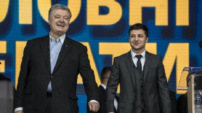 Ukraine election: Voters to choose between comic and tycoon