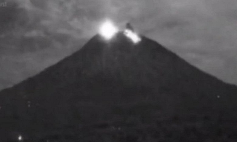 Mount Agung volcano erupts on Indonesia's Bali
