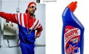 Ranveer Singh channels the toilet cleaner style, trolls himself with hilarious meme