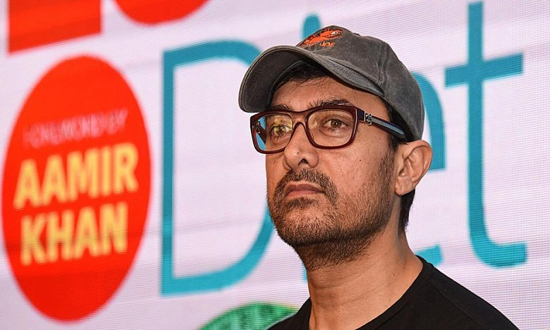 Aamir Khan travels economy, leaves a planeload of passengers surprised