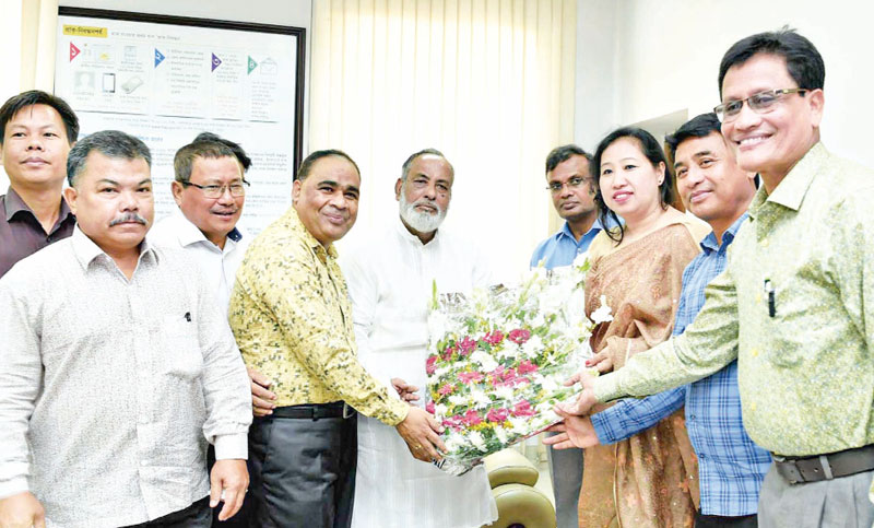 Members of The Buddhist Religious Welfare Trust greet State