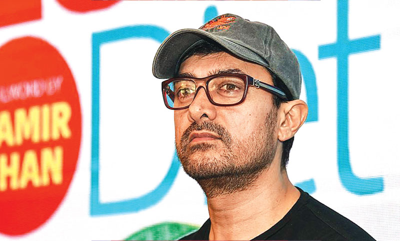 Aamir travels in economy class, leaves passengers surprised