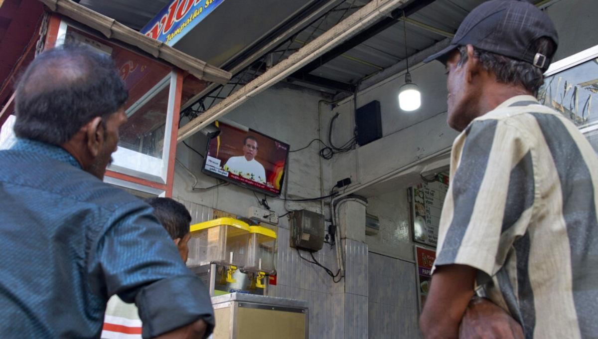 Sri Lanka president dismisses defense secretary, police chief