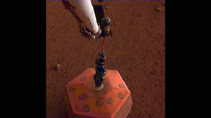 Nasa lander 'detects first Marsquake'