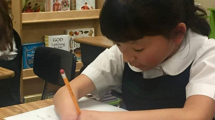 10-year-old born without hands wins handwriting competition