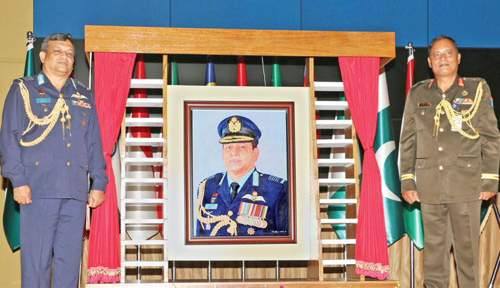Air chief inducted into 'DSCSC Hall of Fame'
