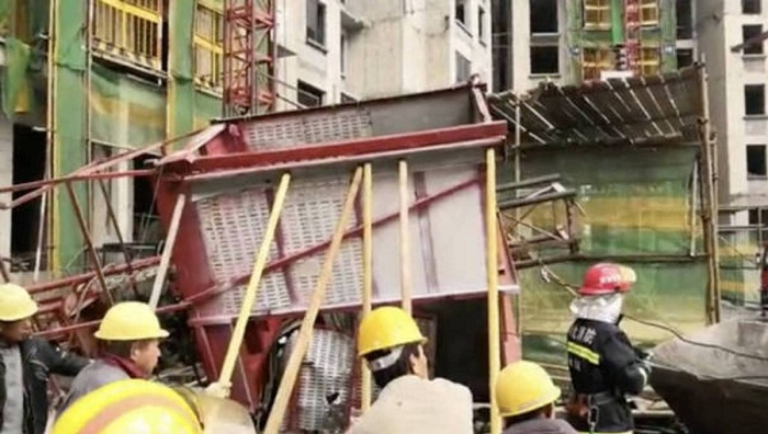 11 die as elevator cable snaps at work site in north China