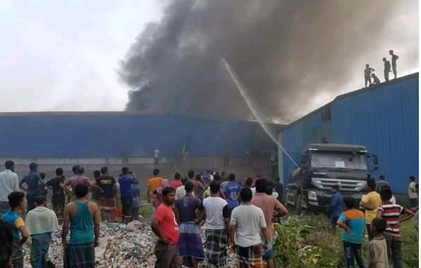 Fire guts valuables of Keraniganj plastic factory
