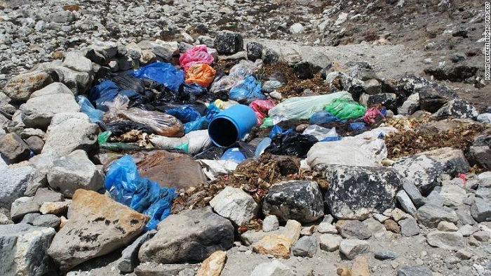 Tons of trash removed from Everest as cleanup unearths bodies