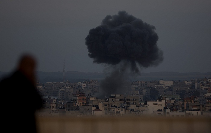 Israel steps up strikes as Gaza rocket attacks intensify