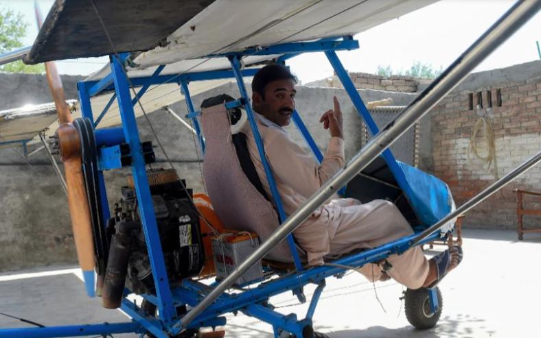 Pakistani popcorn seller built his own plane