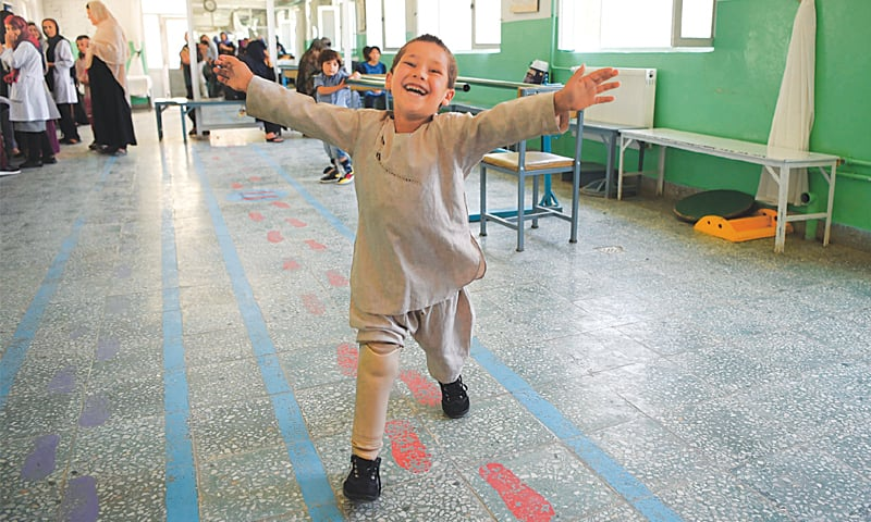 Young Afghan amputee's joy at dancing on new leg (Video)