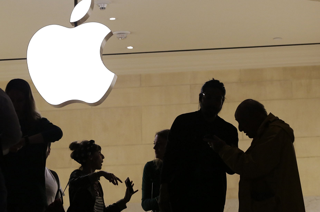 Apps cost too much? Court allows suit adding to Apple's woes