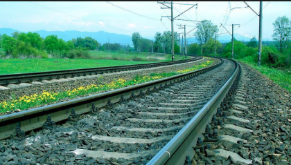 Man crushed to death by train in Gazipur   2019-05-14   daily-sun com
