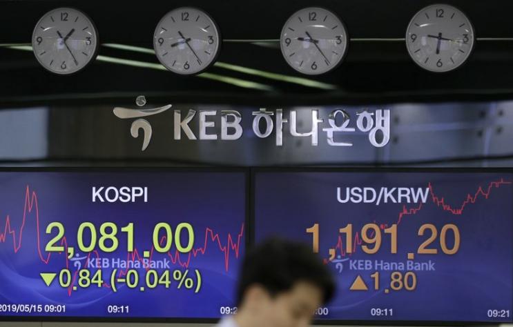 Asian stocks follow Wall Street higher