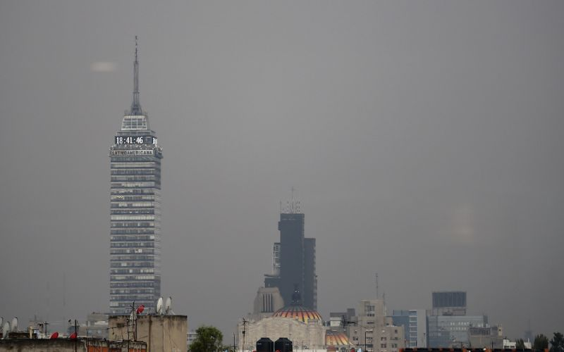 Mexico City extends pollution alert, cancels school