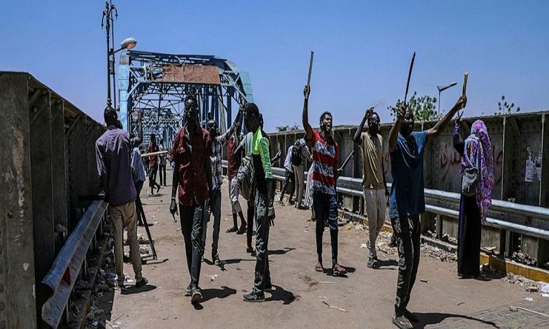 Sudanese protesters criticize military for suspending talks