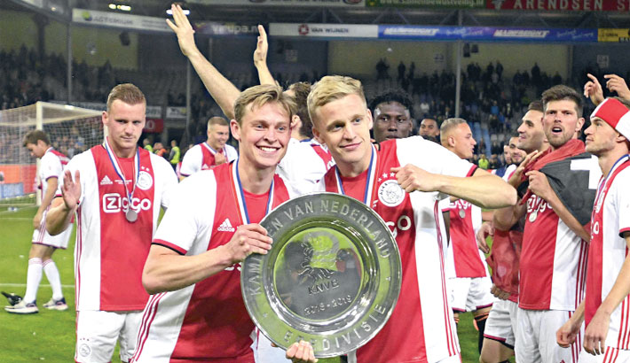Ajax seal title to complete double