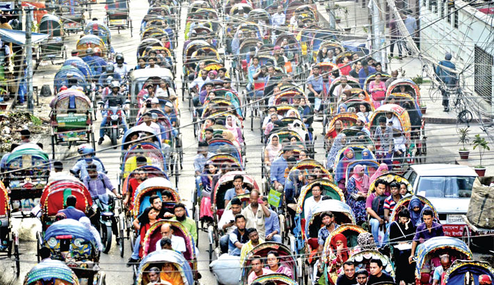 Rickshaws almost occupy Dr Golam Mowla road