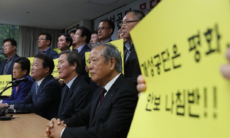 South Korea allows businesspeople to visit North factory park